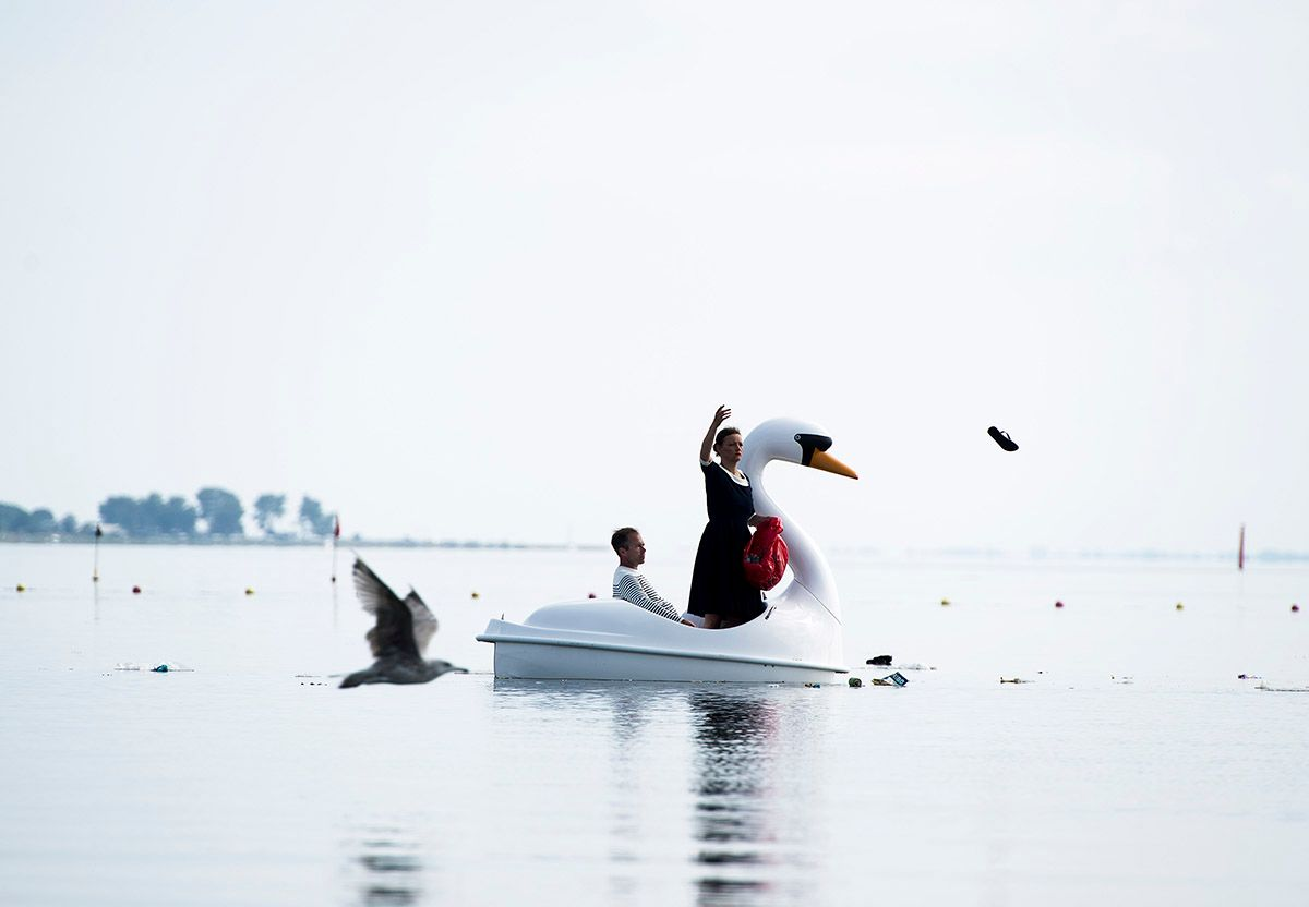 Artist throws previously collected garbage from a beach into a Danish fjord. Photo: HC Gabelgaard, © Swaantje Güntzel