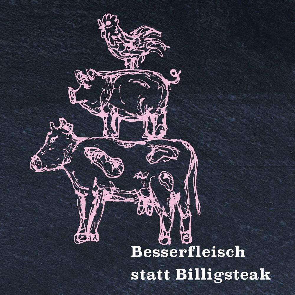 Auf einer schwarzen Tafel sind mit rosa Kreide drei Tiere gezeichnet: Kuh, Schwein und Huhn