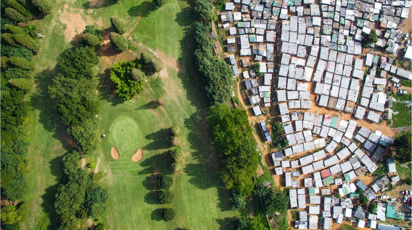 Mobile Kenyans live in gated communities, which can be night next to poorest of slum communities, like in Loresho (photo: Johnny Miller/Unequal Scenes)