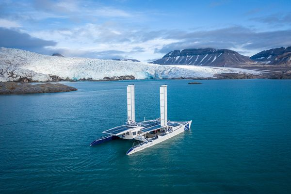 Energy Observer's Catamaran- driven by renewables!